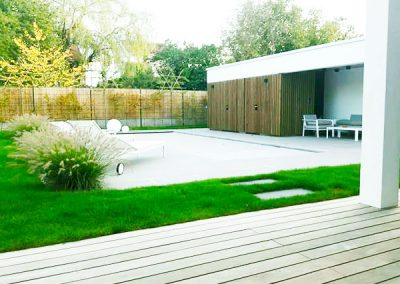 Terrasse-gazon-bois-et-pierre---création-Lenio